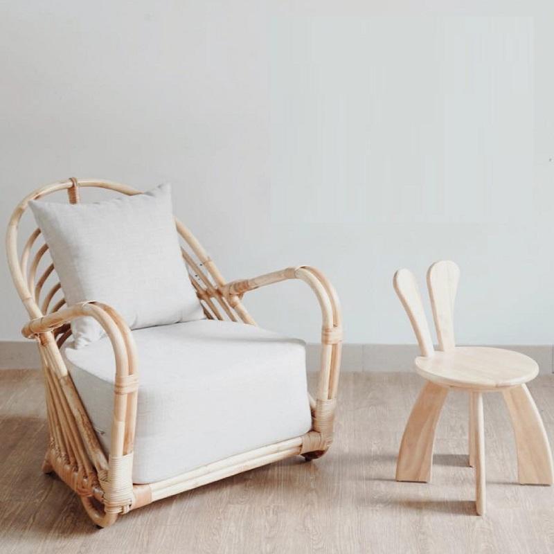 天然素材の籐を仕様したラタン製デザイナーズチェアラタンチェア ラウンジチェア デザイナーズチェア 籐の椅子 パーソナルチェア ラタン家具 籐椅子 一人掛け クッション付 座椅子 木製 おしゃれ