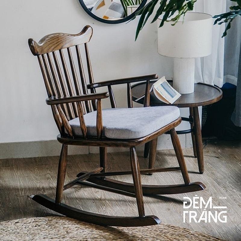 耐久性に優れたアッシュウッドを使用したロッキングチェアロッキングチェア 木製 籐 アッシュウッド デザイナーズチェアー ラウンジチェア ラタン家具 椅子 輸入家具 クッション付 座り心地良い 揺れる おしゃれ