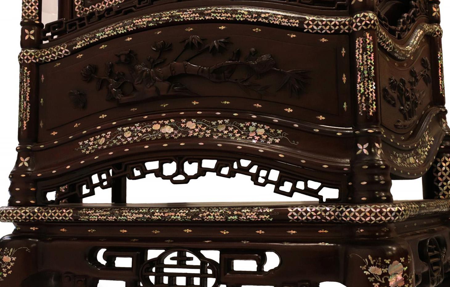 高級木材マホガニー材を使用&螺鈿細工を施したキャビネット螺鈿細工 キャビネット 飾り戸棚 高級木材 マホガニー材 飾り台 木製 リビング アンティーク家具 アジアン家具 ベトナム雑貨 寺院用家具#8